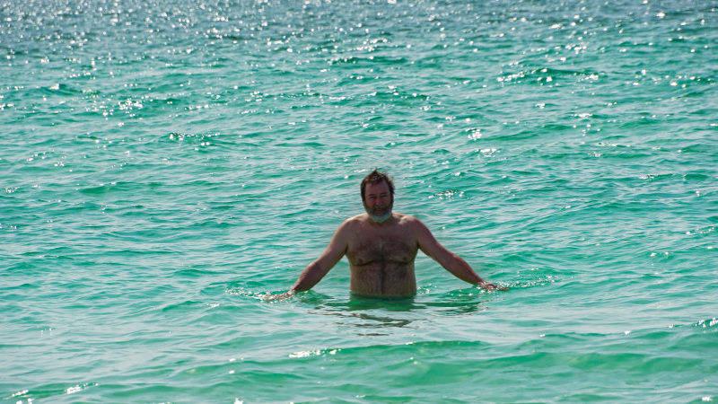 Rej se baigne dan la mer turquoise, daytona beach